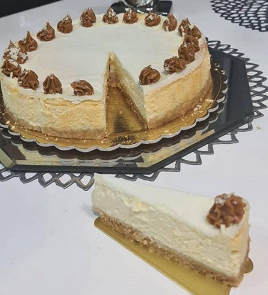 מתכון כתוב + סרטון להכנת עוגת גבינה עם שוקולד ללא קמח מושלמת בזילוף ממרח לוטוס_זקלין פדלון