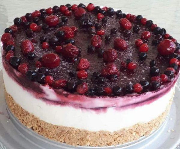 עוגת גבינה ללא אפיה עם פירות יער _נאוה מלכה