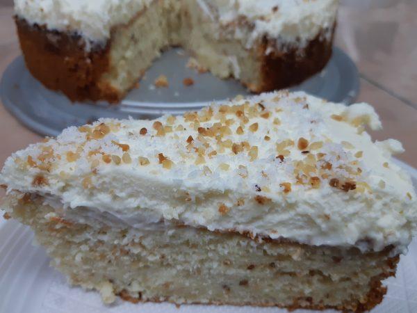 עוגת לוז ושמנת מתוקה