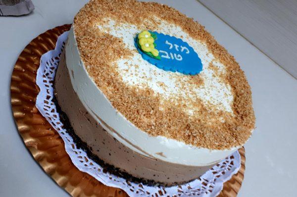 עוגת מוס שכבות שוקולד חלב, שוקולד לבן, תחתית פרלינה קריספית_אורלי סמרה