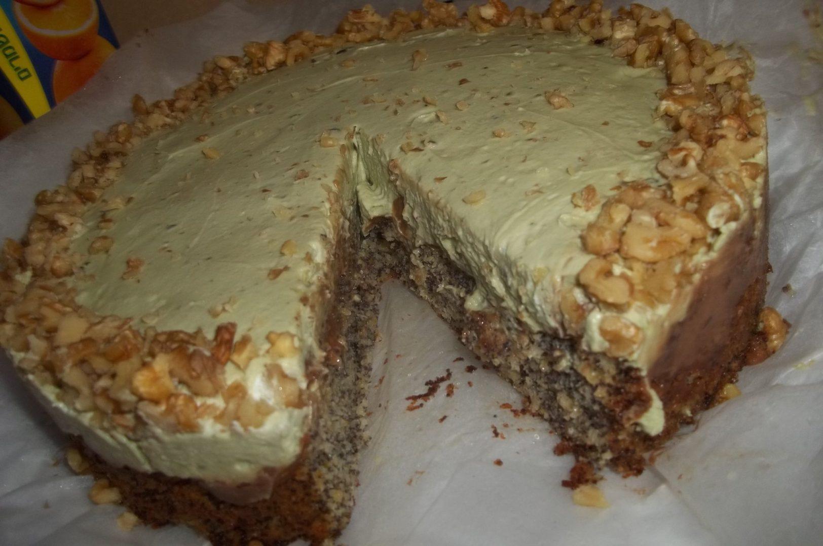 עוגת פרג ומחית פיסטוקים מזמינה ומיוחדת