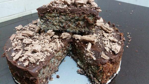 עוגת שוקולד פרג עם גנאש שוקולד ומקופלת כשרה לפסח