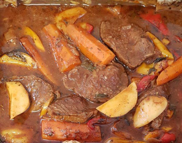 פרוסות  בשר וירקות בתנור