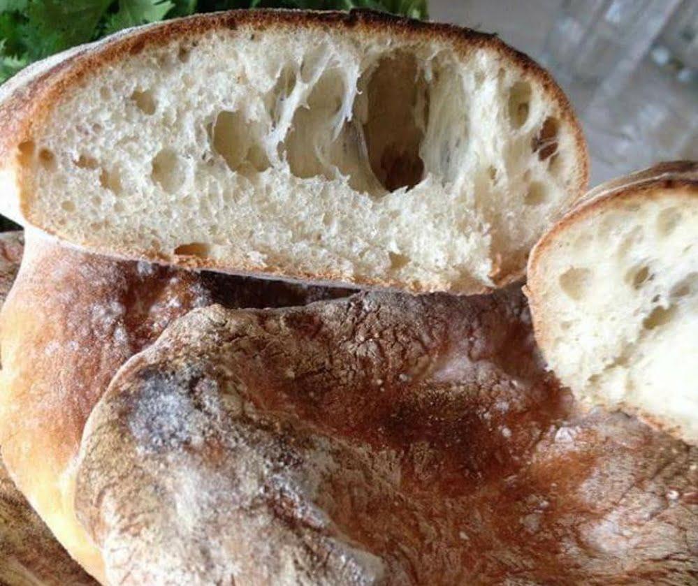 לחם פרנה על אבני שמוט או על חלוקי נחל