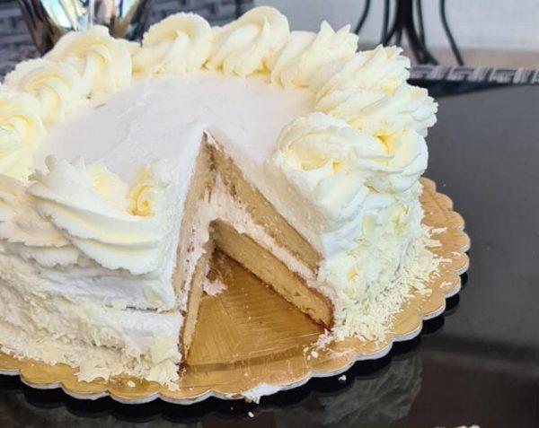 מתכון כתוב + סרטון להכנת עוגת שכבות חמאה במילוי קרם גבינת מסקרפונה וגבינת נו יורק