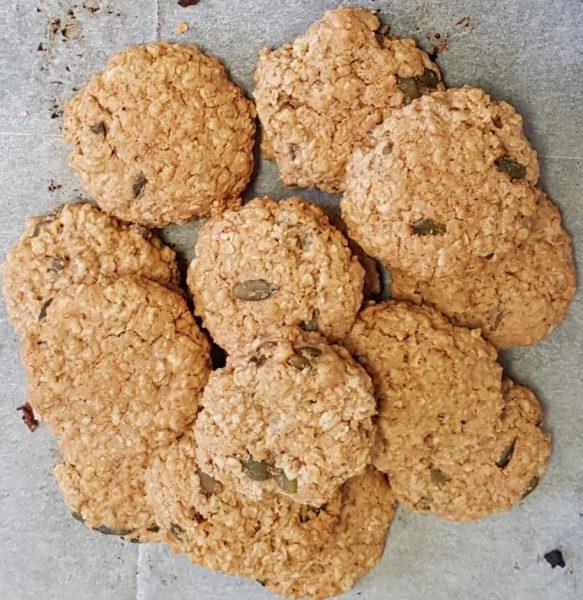 עוגיות חמאת בוטנים וגרעיני חמניה ושיבולת שועל