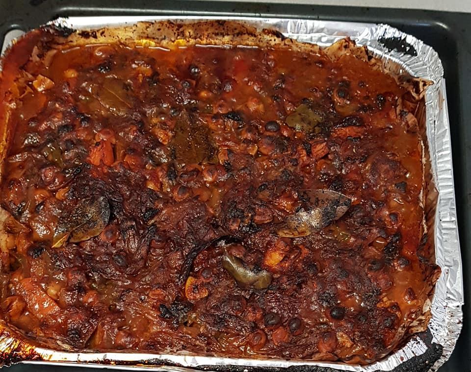 גולש בשר וירקות וחומוס בתנור