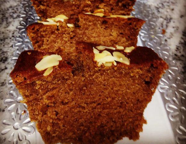 עוגת תמרים בחושה טעימה וקלה