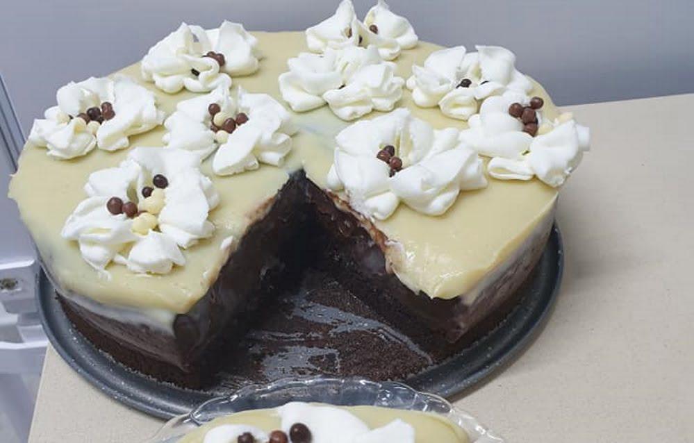 עוגת מלבי שוקולד וקפה בשלוש שכבות