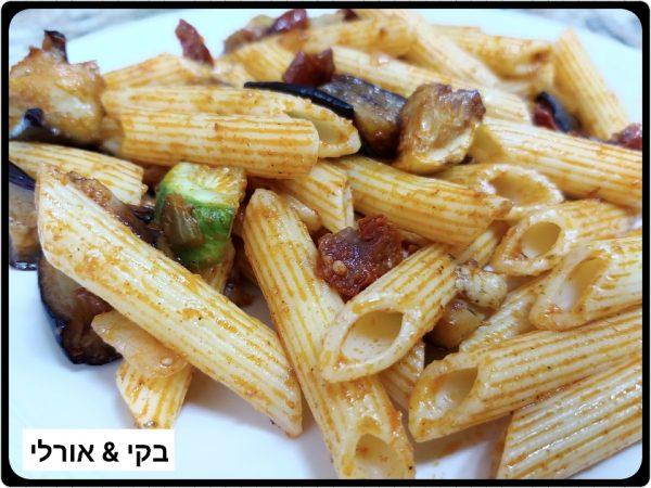 סלט פסטה עם ירקות מטוגנים