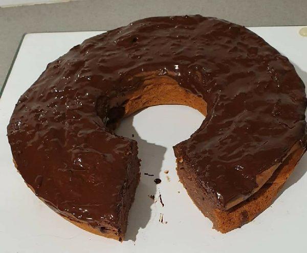עוגת גבינה בטעם שוקולד בציפוי שוקולד מריר/שקד/אגס