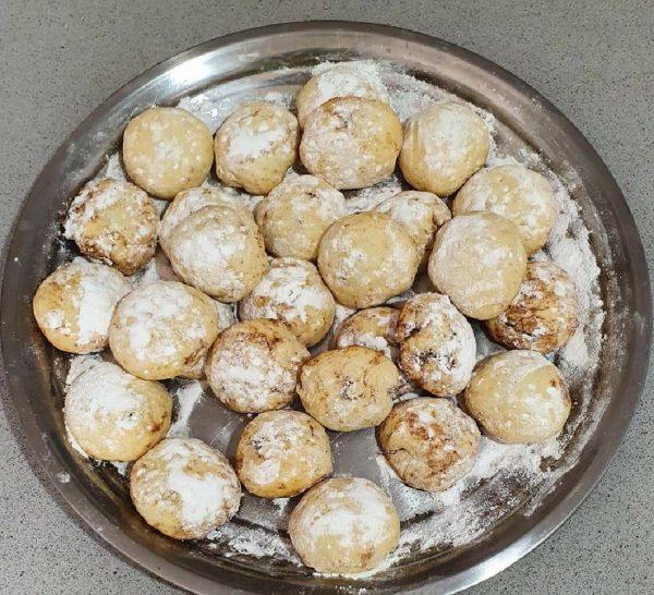 עוגיות נימוחות בפה..במילוי ממרח תמרים ואגוזים