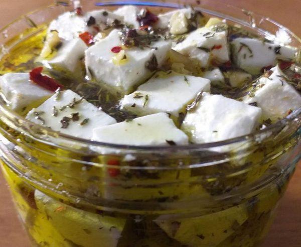 גבינה פטה כבושה בעשבי תיבול ושמן זית_המטבח של יפה רייפלר מתכונים