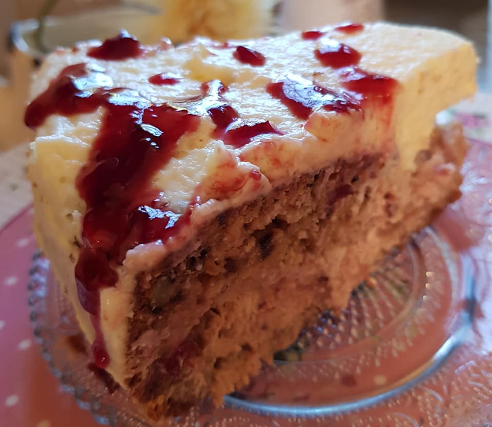 עוגת גבינה, קוקוס, אגוזים וקונפיטורת דובדבנים …עשירה בטעמים וללא מיקסר_נורית יונה