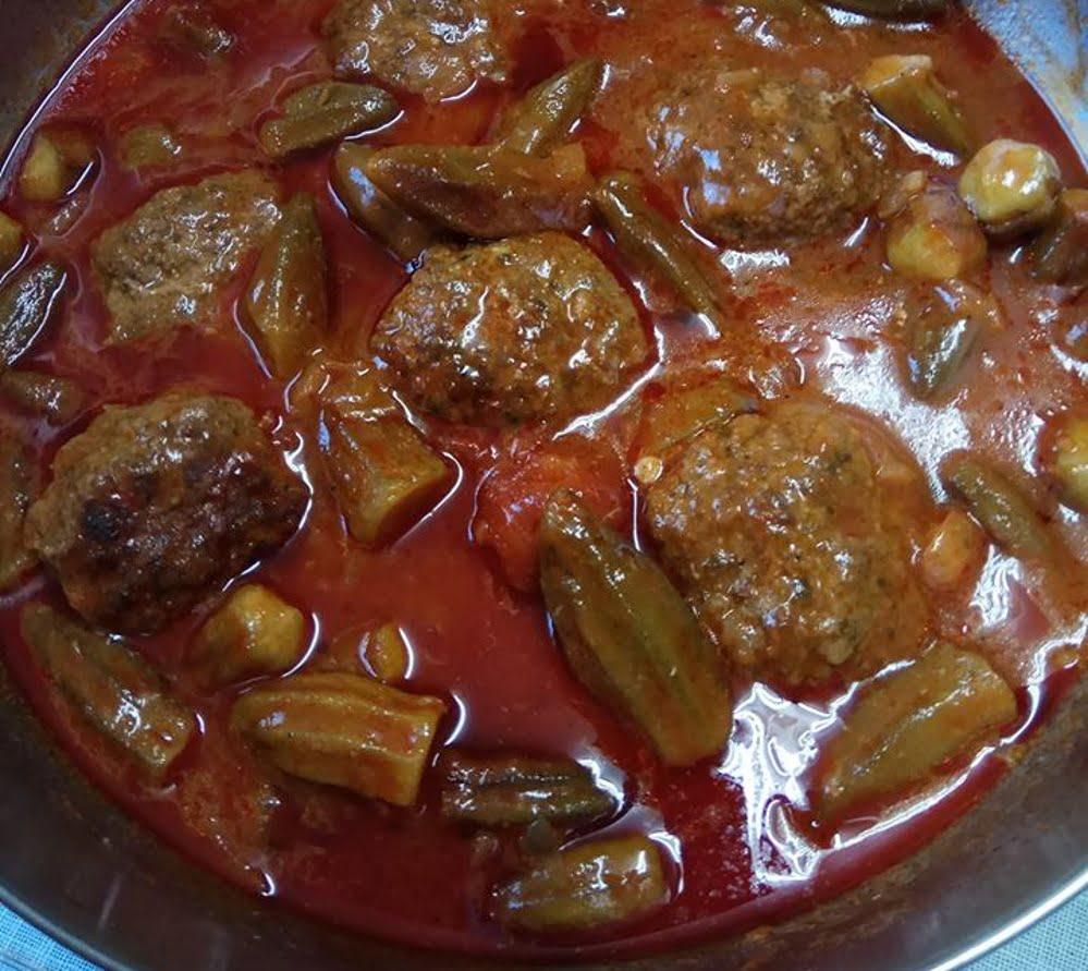 קציצות בשר ברוטב עגבניות עם במיה_יפה דודיאן