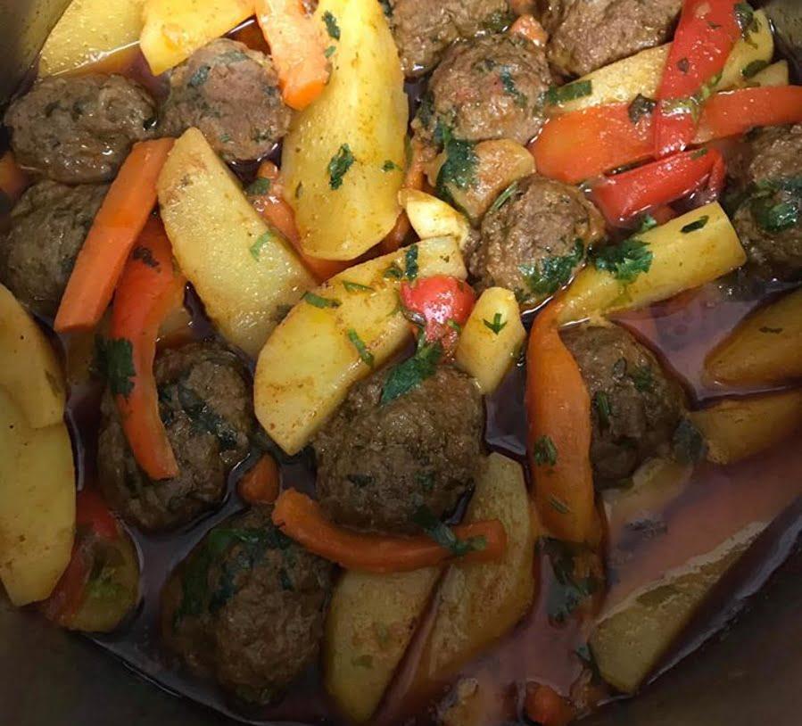 קציצות בשר עם תפוחי אדמה גמבה גזר מירקם מיוחד_סיגלית ימין