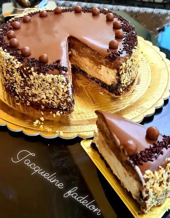 מתכון כתוב + סרטון להכנת עוגת גבינה אפויה עם מוס שוקולד על קלתית עוגיות אוראו בציפוי גנאש שוקולד_זקלין פדלון