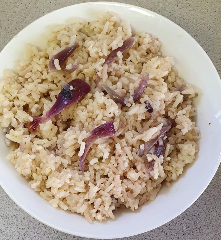 אורז עם בצל סגול מטוגן  בתיבול שום פטרוזיליה_יפה וקס ברקו