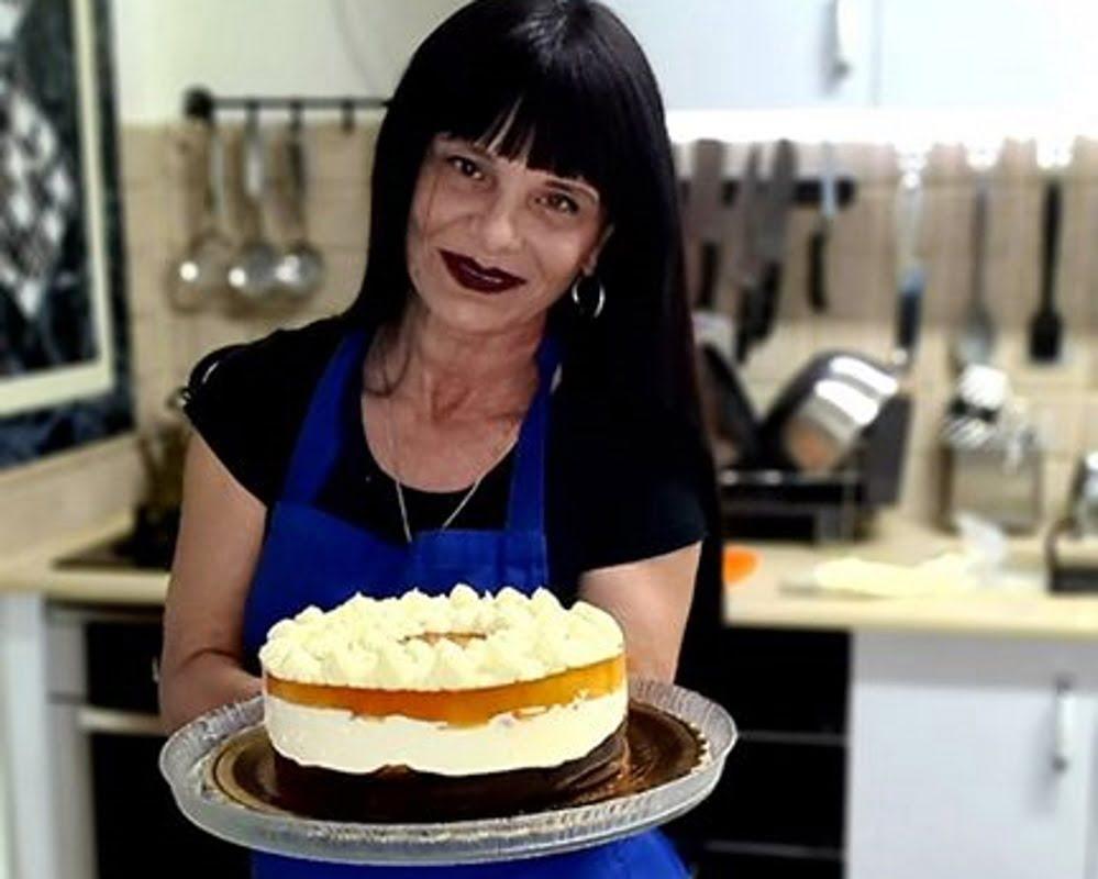 מתכון כתוב + סרטון להכנת עוגת משמש עם קרם גבינת שמנת בציפוי ג'לי וזילוף קצפת_זקלין פדלון