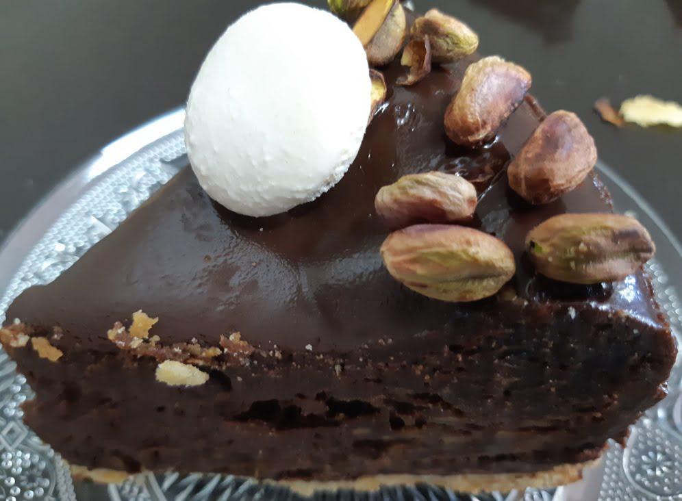 עוגת שוקולד ופיסטוק על בצק פריך, בציפוי גאנש😋_אורנה ועלני