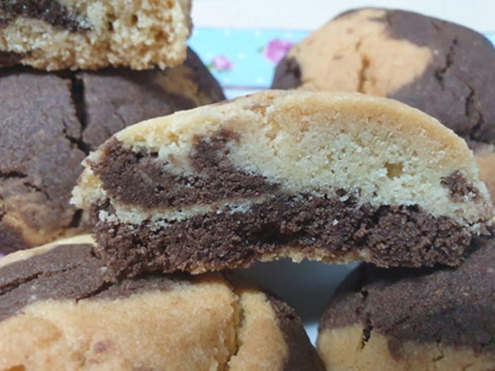 מתכון כתוב + סרטון להכנת עוגיות חמאה עם שקדים מולבנים טחונים ב 2 צבעים _מתכון של ירדנה ג'נאח