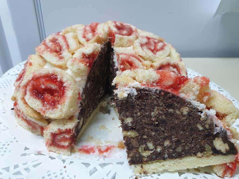עוגת פתיבר שוקולד אגוזים בתוך תבנית חצי כדור, קצפת ורולדה עם ריבה_מתכון של  ירדנה ג'נאח