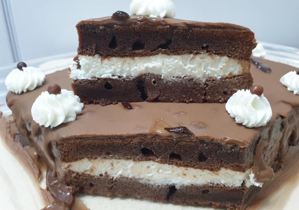 """עוגת שוקולד במילוי קרם שמנת וגבינה_מתכון של מלי מאירוב, ע""""י ירדנה ג'נאח"""