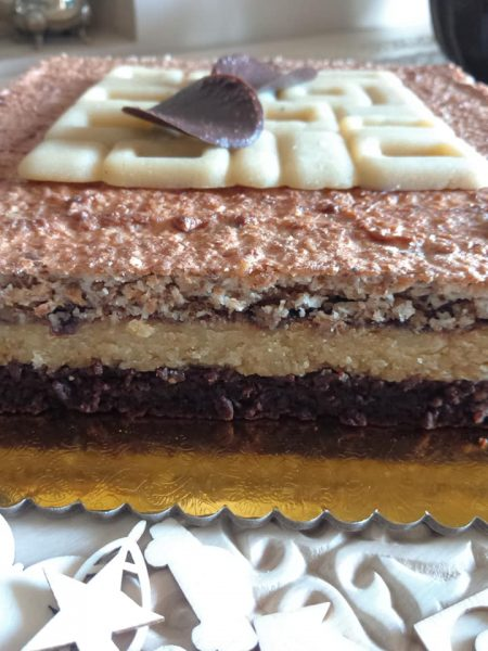 חיתוכיות עוגת בצק פריך ריבה ומקצפת קוקוס ואגוזים+בראוניז_מתכון של שלומית שחר