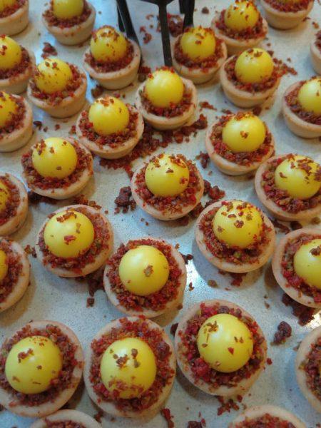 טאטלטים מוכנים במלית טופי דבש ופיצוחים וקרמו לימון_מתכון של שלומית שחר