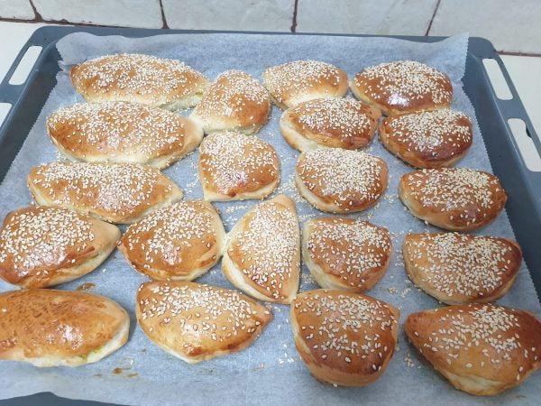 מתכון כתוב + סרטון להכנת  סמבוסק בתנור עם חומוס וחצי תבנית גבינות_מתכון של  ירדנה ג'נאח