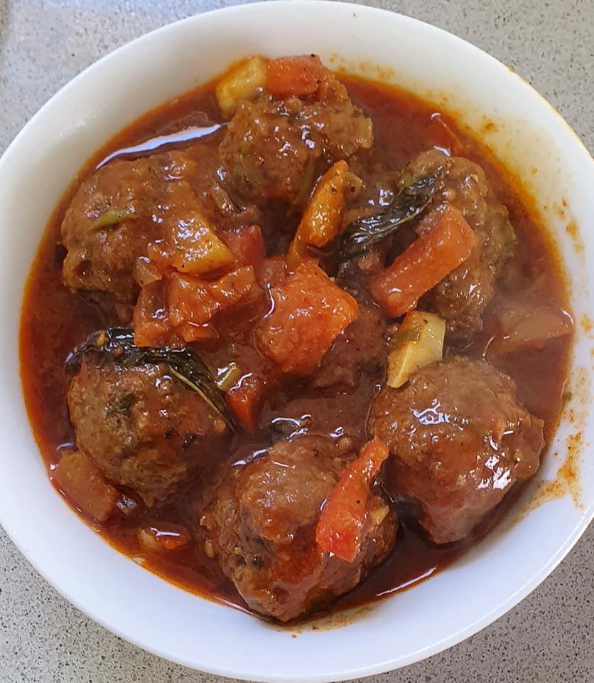 קציצות בשר ברוטב עגבניות אדום_מתכון של יפה וקס-ברקו