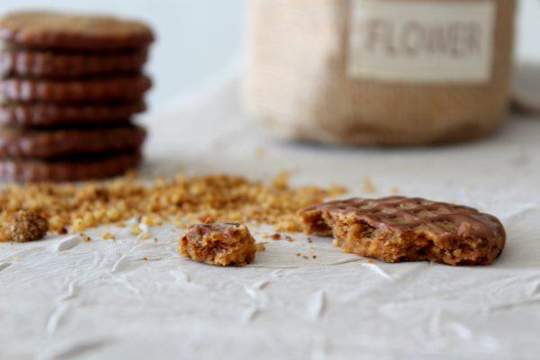 עוגיות פקאן ושוקלד חלב ממכרות_מתכון של הילה סמוכה רשתי