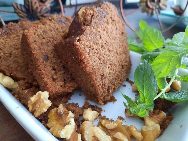 עוגת דבש נוסטלגית עם אגוזים ממטבחה אמא בוצי_מתכון של גילה כהן-אבני