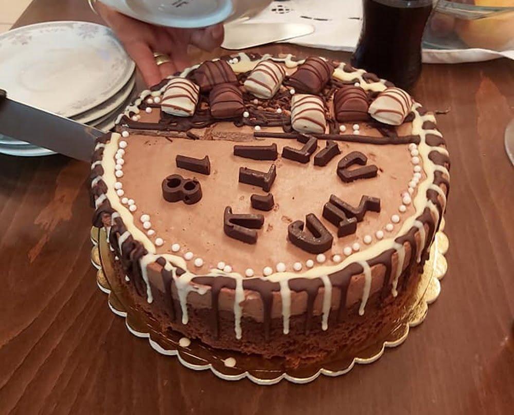 מתכון כתוב + סרטון המחשה להכנת עוגת מוס שוקולד ושמנת מתוקה..ללא קמח ..מתאים לחולי צליאק🎂🍷🌹🌷_מתכון של גיטה סלע
