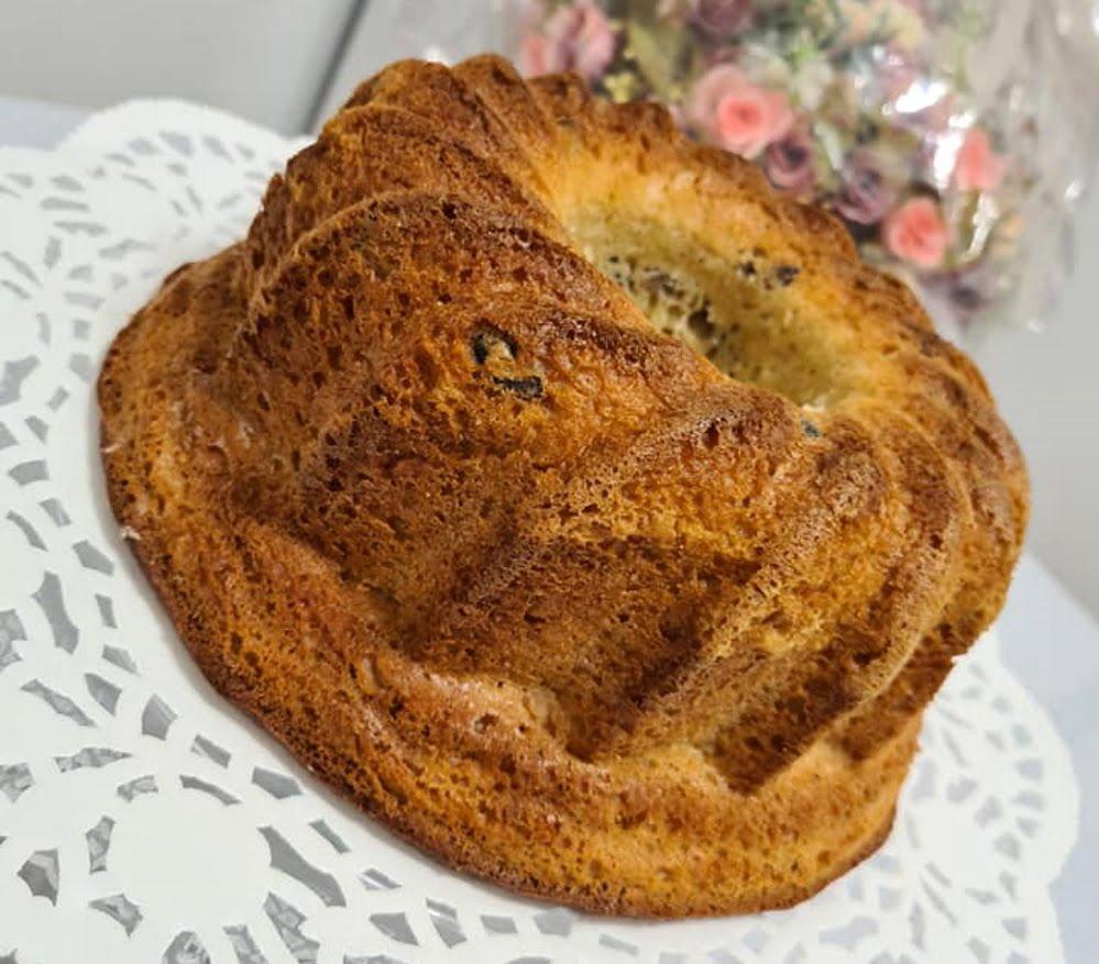 עוגת שמרים עם צימוקים וחמוציות_מתכון של כרמלה שמואל