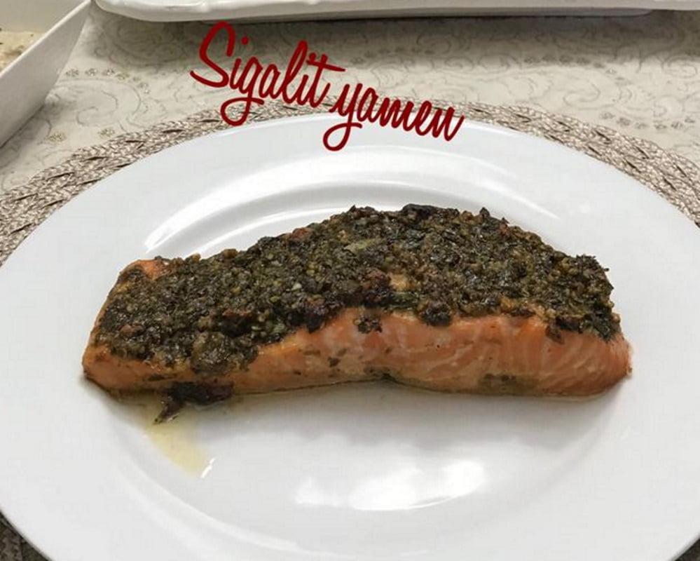 דג סלמון בתנור חריף ,חמוץ מתוק  ,שקדים אגוזים ופיסטוקים_מתכון של סיגלית ימין