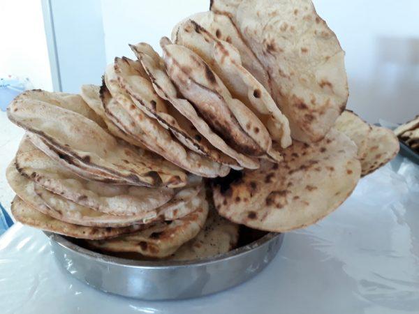 """ג'ראדק"""" או """"גאוורג"""" סוג של פיתה יבשה קרנצ'ית מהמטבח העיראקי_מתכון של תהילה גיל"""