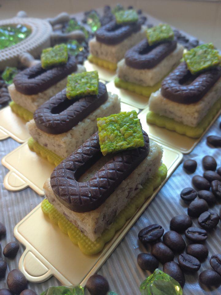 עוגת לימון פקאן מעודנת על בסיס פריך שקדים ובעיטור שוקולד נוגט_מתכון של שלומית שחר