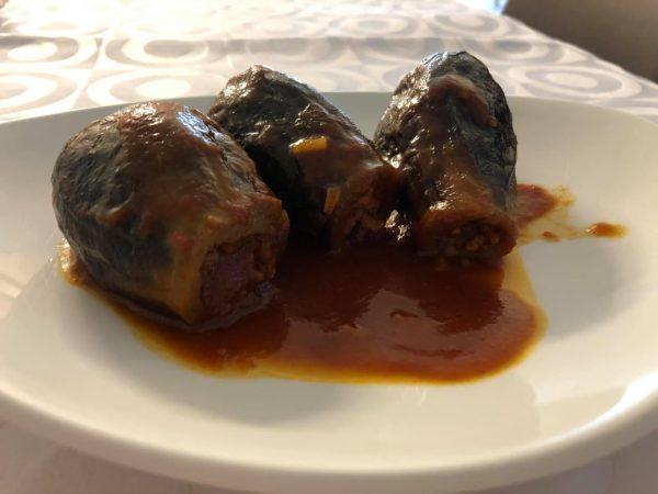 חצילים ממולאים בשר ברוטב חמוץ מתוק_מתכון של עדינה בטש