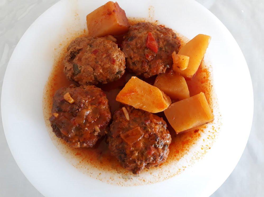 קציצות בשר בקר ברוטב עגבניות פלוס_מתכון של תהילה גיל