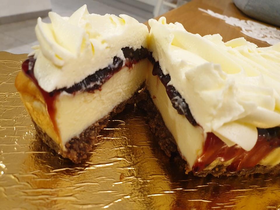 פס עוגת גבינה עם אוכמניות_מתכון של סופיה אביטל