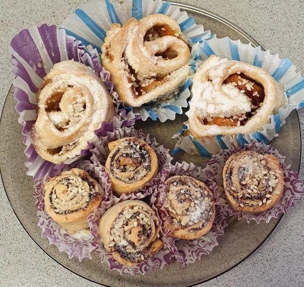 עוגת שבלולי פירות ,קקאו ,קינמון ובוטנים טחונים