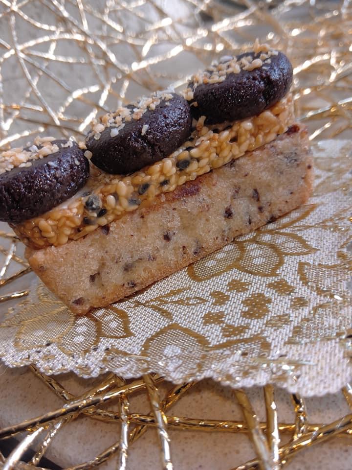 פיננסייר שוקולד שקדים וטופי קרמל על פריך שוקולד ושבולת שועל…בעיטור מרציפן שוקולד_מתכון של שלומית שחר