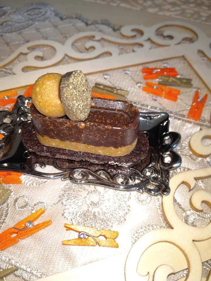 שכבות חמאת בוטנים ושוקולד על מצע של עוגיה פריכה ושוקולדית_מתכון של שלומית שחר