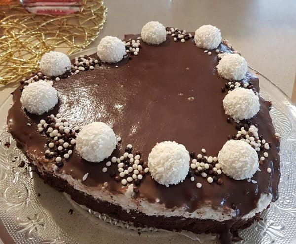 עוגת שוקולד קוקוס עם קרם קוקוס וגנאש מריר – מתכון כתוב + סרטון המחשה_מתכון של נורית יונה