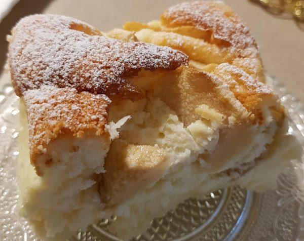 מתכון כתוב + סרטון המחשה להכנת עוגת גבינה עננים עם תפוחי עץ_מתכון של נורית יונה