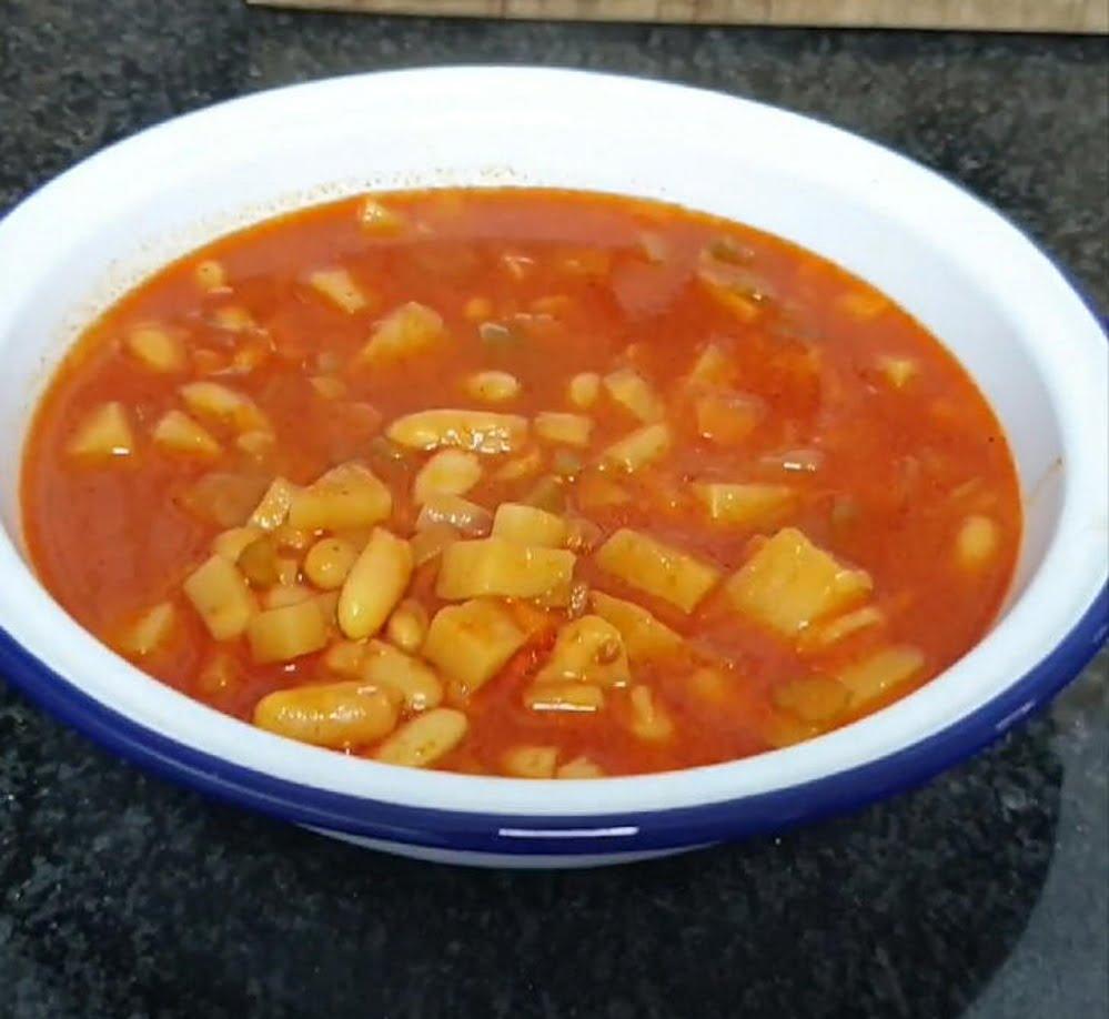 מתכון כתוב + סרטון המחשה להכנת מרק ירקות ושעועית לבנה _מתכון של תילי טובה