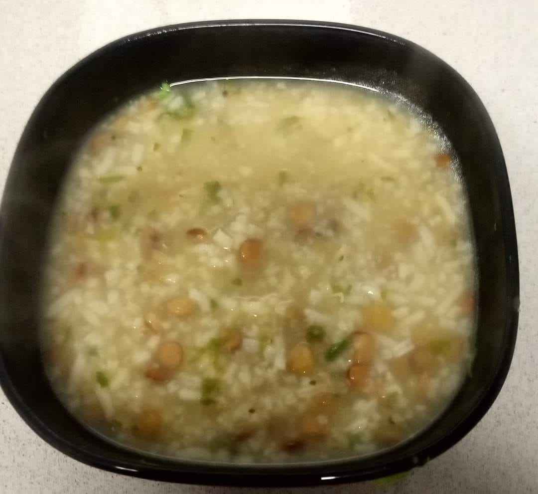 מרק עדשים ירוקות ואורז