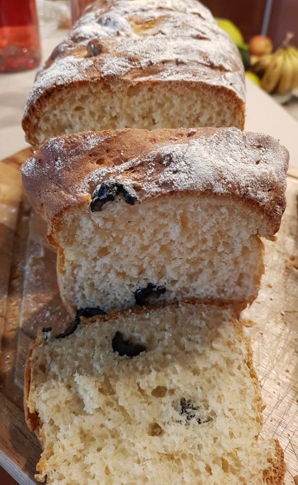 לחם כוסמין לבן עם זיתים שחורים..לחם בריאות_מתכון של נורית יונה