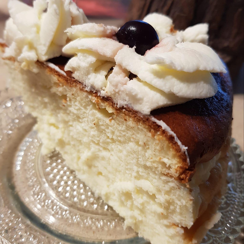 עוגת גבינה אפוייה עם מייפל וקצפת_מתכון של נורית יונה